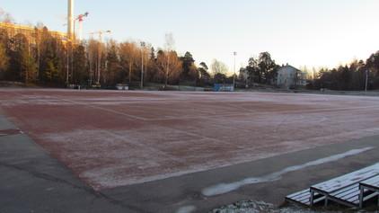 Meilahden liikuntapuiston jääkiekkokaukalo ja luistelukenttä