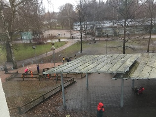 Kaisaniemen koulun piha tällä hetkellä