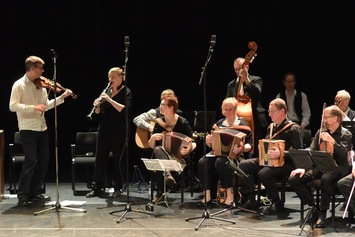 Helsingin Pelimannit kansanmusiikkikonsertissa