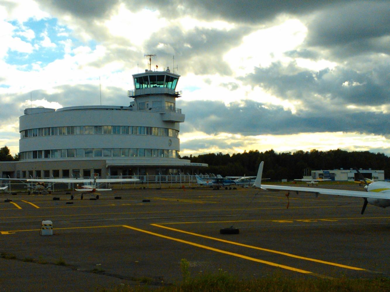 Annetaan Helsinki-Malmin lentokonehalli vuokralle