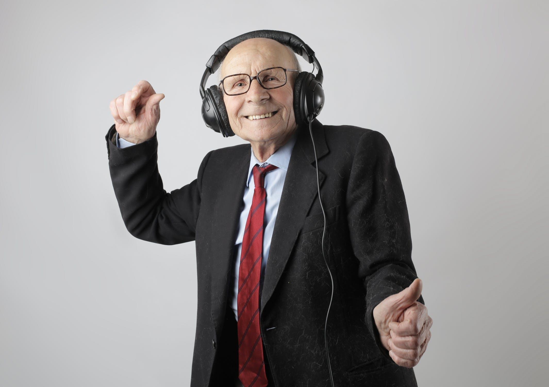 Liikuntaa ja hyvinvointia tukevia palveluita ikäihmisille Vol 2