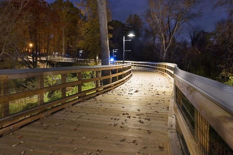 Rantatien puisen jalankulkuosuuden ja valaistuksen uudistaminen
