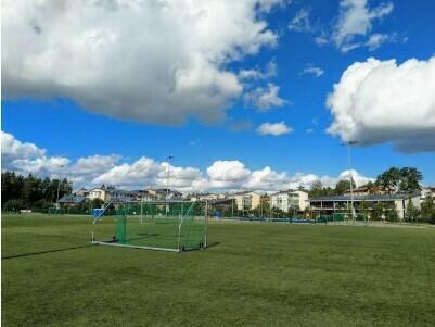 Rakennetaan Laajasuon urheilupuiston yhteyteen pukeutumis- ja WC-tilat sekä korvataan nykyiset kuntoilulaitteet hyvinvarustellulla ulkokuntosalilla