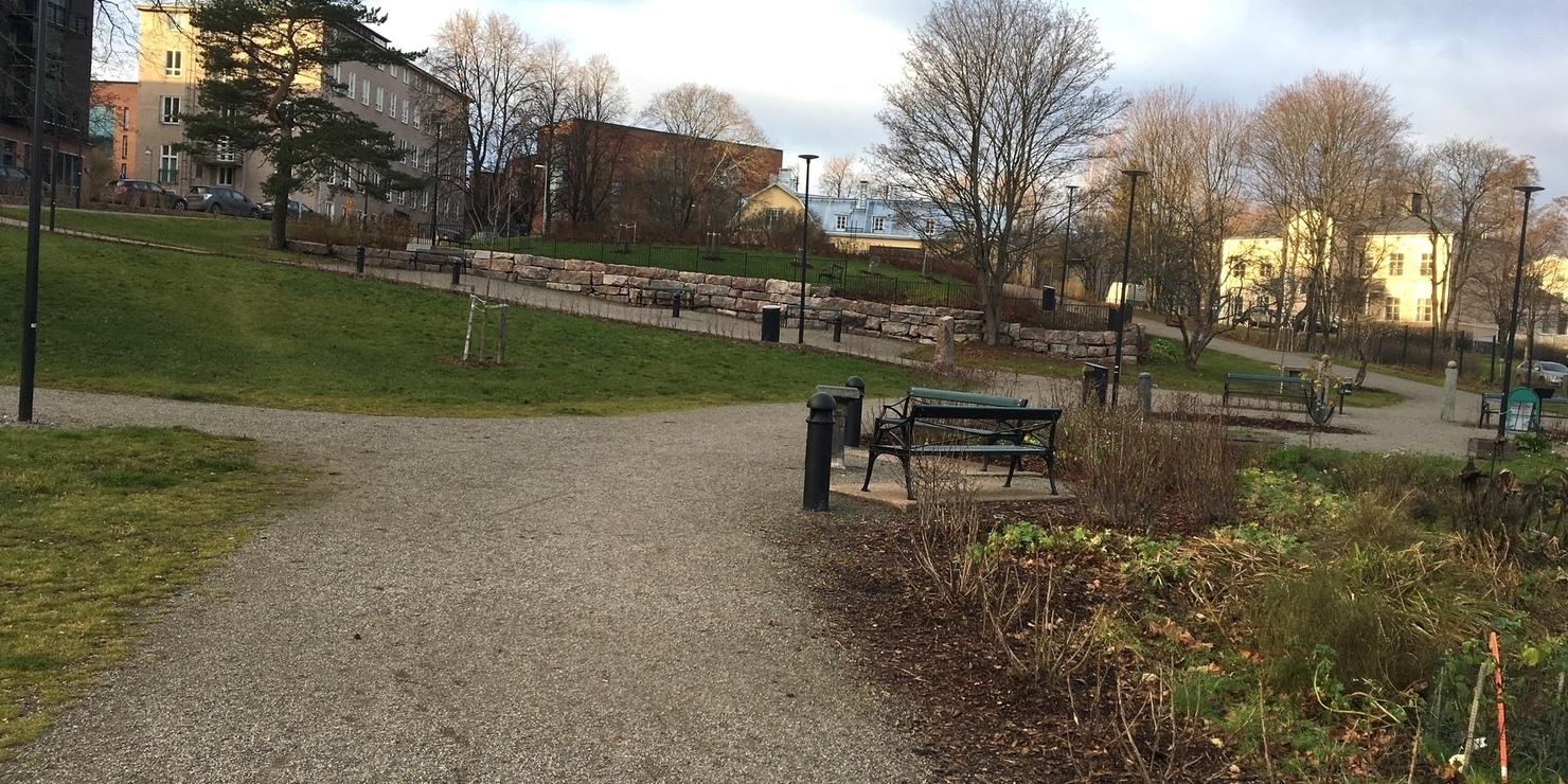 Hermanninpuistoon futishäkki, pingispöytiä ja piknikkatos