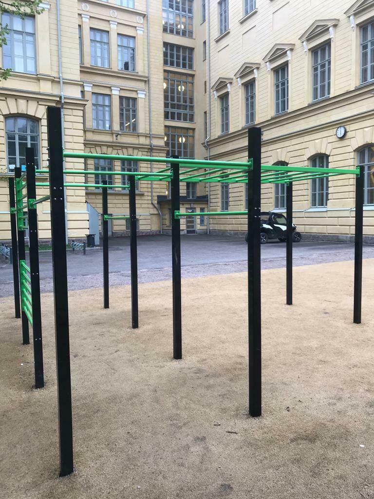 Liikuntapaikka ja istutuksia Sinebrychoffin puistoon