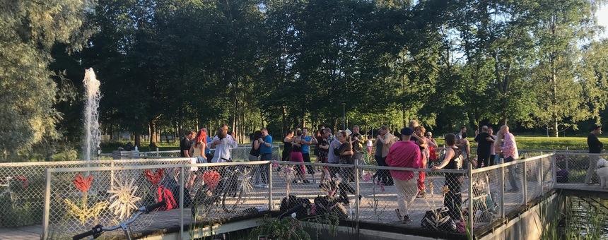 Tanssia Stadiin, rakennetaan tanssimiseen ja muuhun liikuntaan sopivia paikkoja puistoon