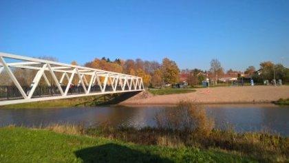 Näkymä Kapteenskanmäeltä länteen. Kuva lokakuulta 2018 kun osa lehdistä jo pudonnut joten Vantaanjokikin pilkottaa sinisenä.