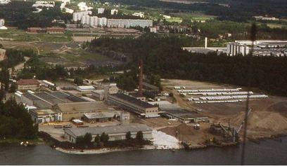 Sasekan rantaa vuodelta 1984. Kuvassa näkyy nykyisten betonijalkojen päällä olevat siilot. Osasuurennus Rauno Heiskan kuvasta.