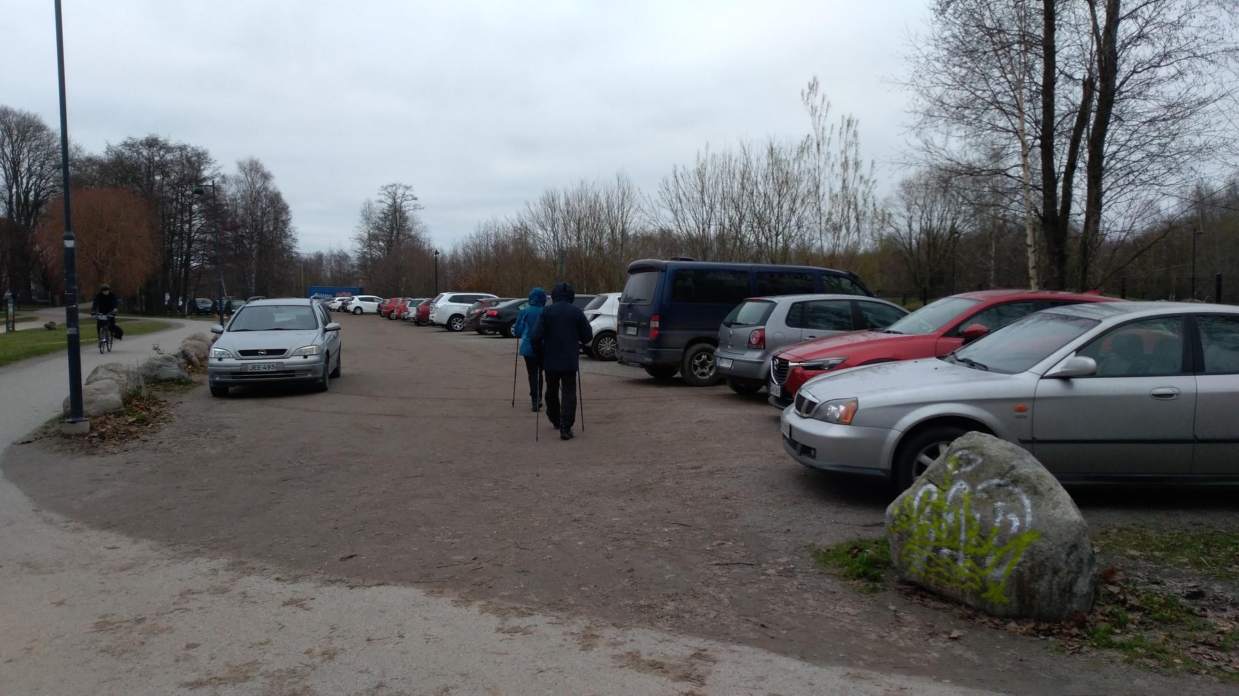 Vanhankaupunginlahdelle kunnon tie ja parkkipaikka