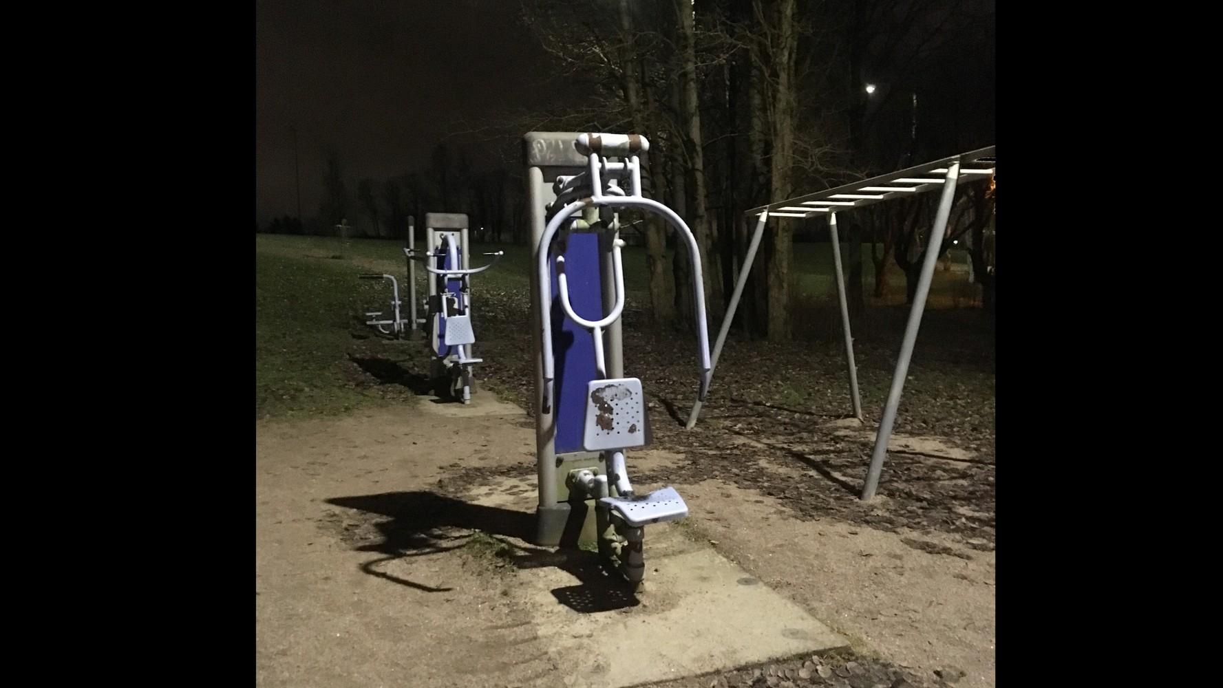 Siltamäen liikuntapuistoon toimivat ulkokuntoiluvälineet