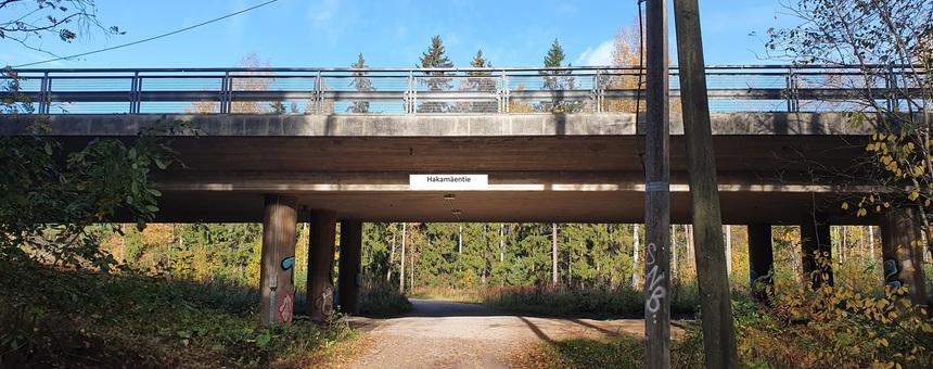 Keskuspuiston siltoihin kyltit ulkoilijoiden hyödyksi