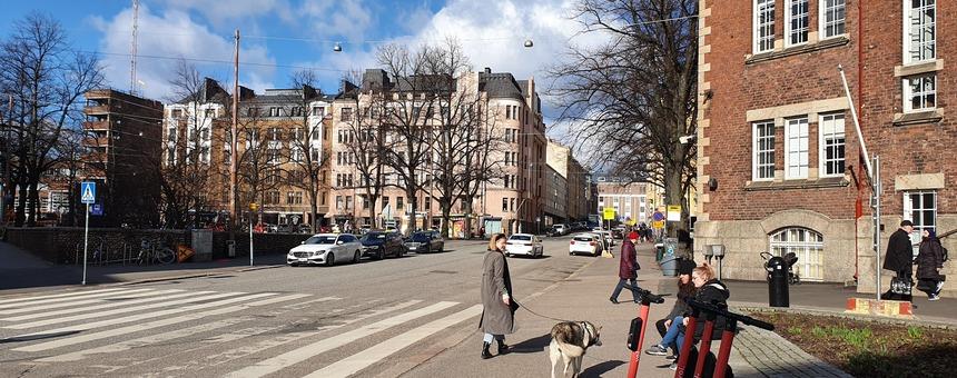Fleminginkadun muuttaminen kävelykaduksi mm. yhdistäisi Karhupuiston, Matti Heleniuksen puiston ja kirjaston pihan.